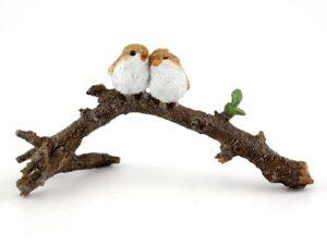 Forelskede fugle på gren